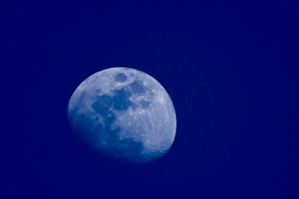 The Moon at evening - Hand held shot at 1200 mm