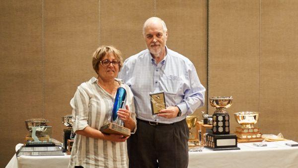 John Allman presenting Richard Wolf Trophy to Luba Citrin